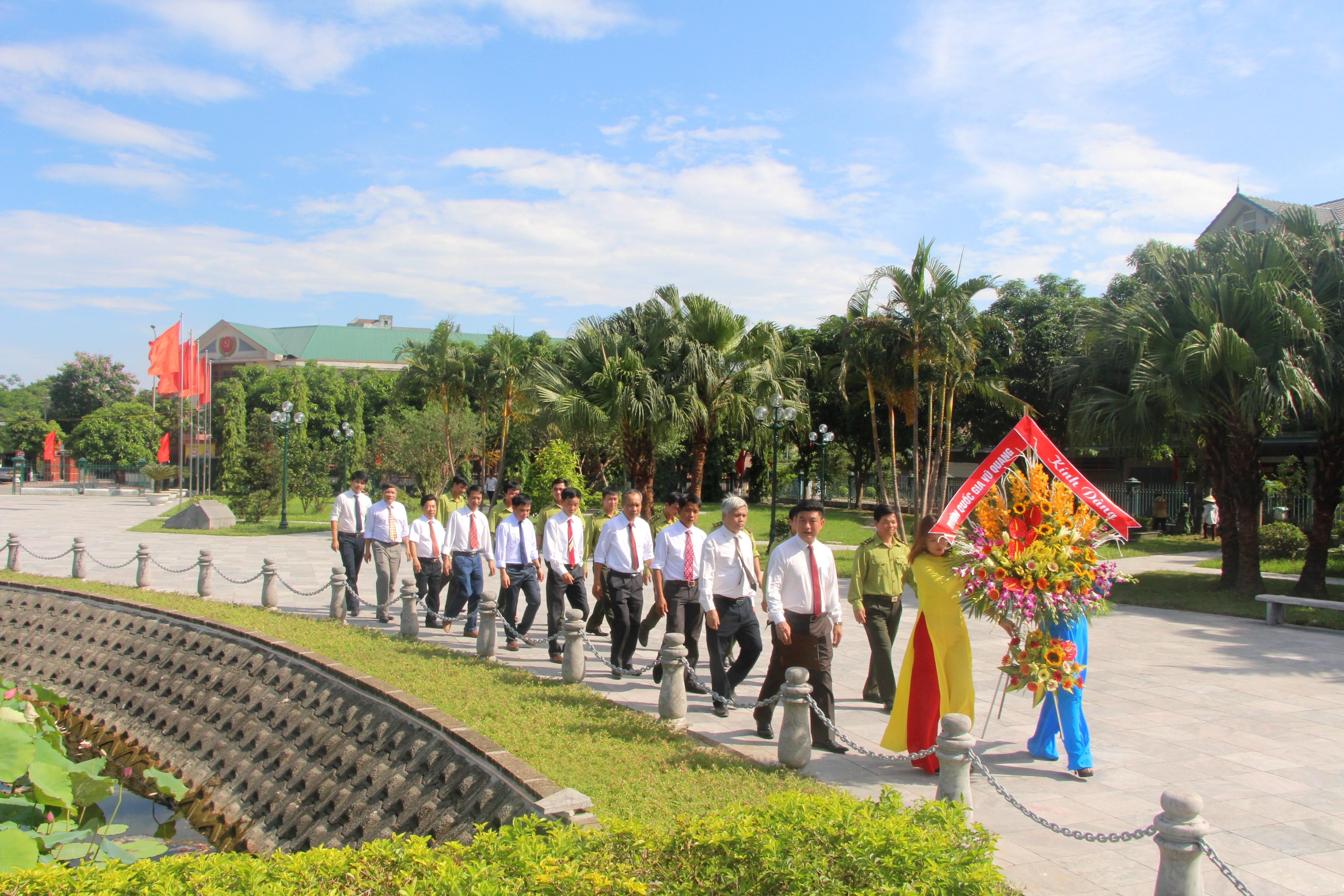 Vườn quốc gia Vũ Quang tổ chức Lễ báo công dâng Bác
