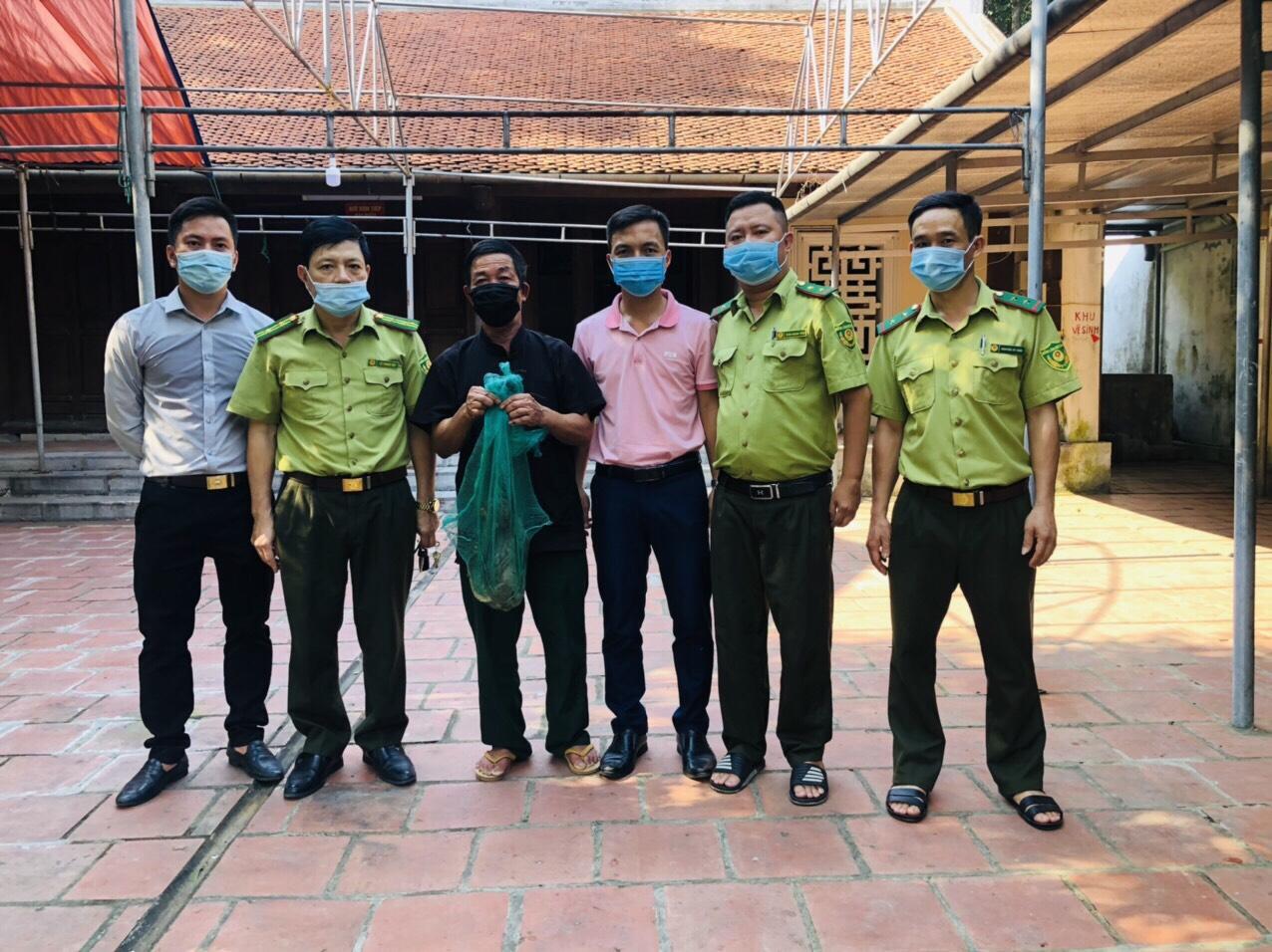 Bàn giao cá thể khỉ vàng quý hiếm cho Vườn Quốc gia Vũ Quang